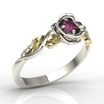 Ring i 14k guld, formad som ros med rubin 0,15ct och 6 diamanter 0,03ct